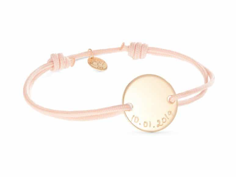 Auf www.mercimamanboutique.com gibt es eine große Auswahl an Ketten, Ohrringen und Armbändern.