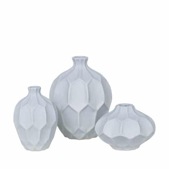 ... und wer direkt auch passende Vasen dazu verschenken möchte, der findet diese süße Dreier-Set in Hellblau auf www.laleliving.de